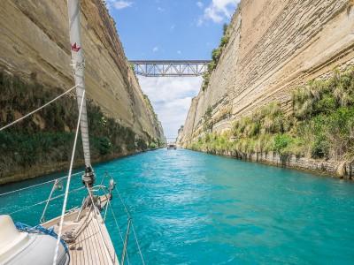 Bella Luna in Corinth Canal