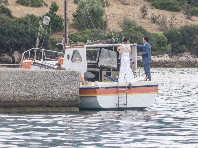 Bride and broom arrives to their wedding in Trizonia.